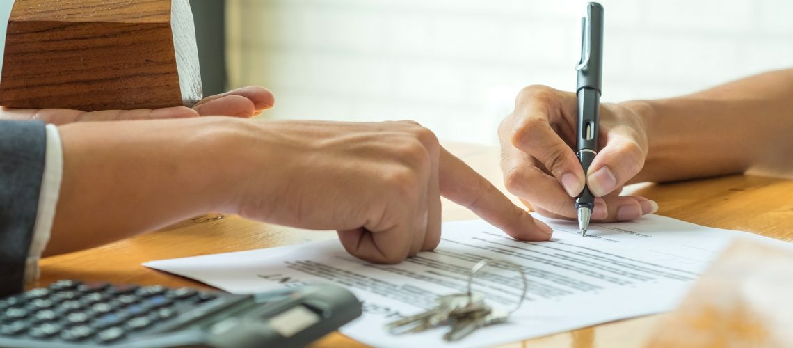 Buyers are signing a home purchase agreement from a broker.